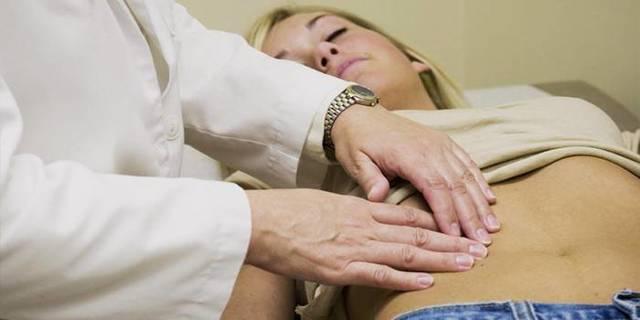 Болит кишечник внизу живота: что делать, причины боли и их лечение